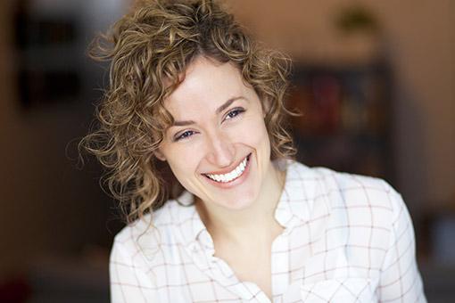 Les moyens bon marché de pharmacie de la chute des cheveux chez les femmes